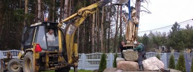 2014.04.07 Montaż pomnika Jana Pawła II